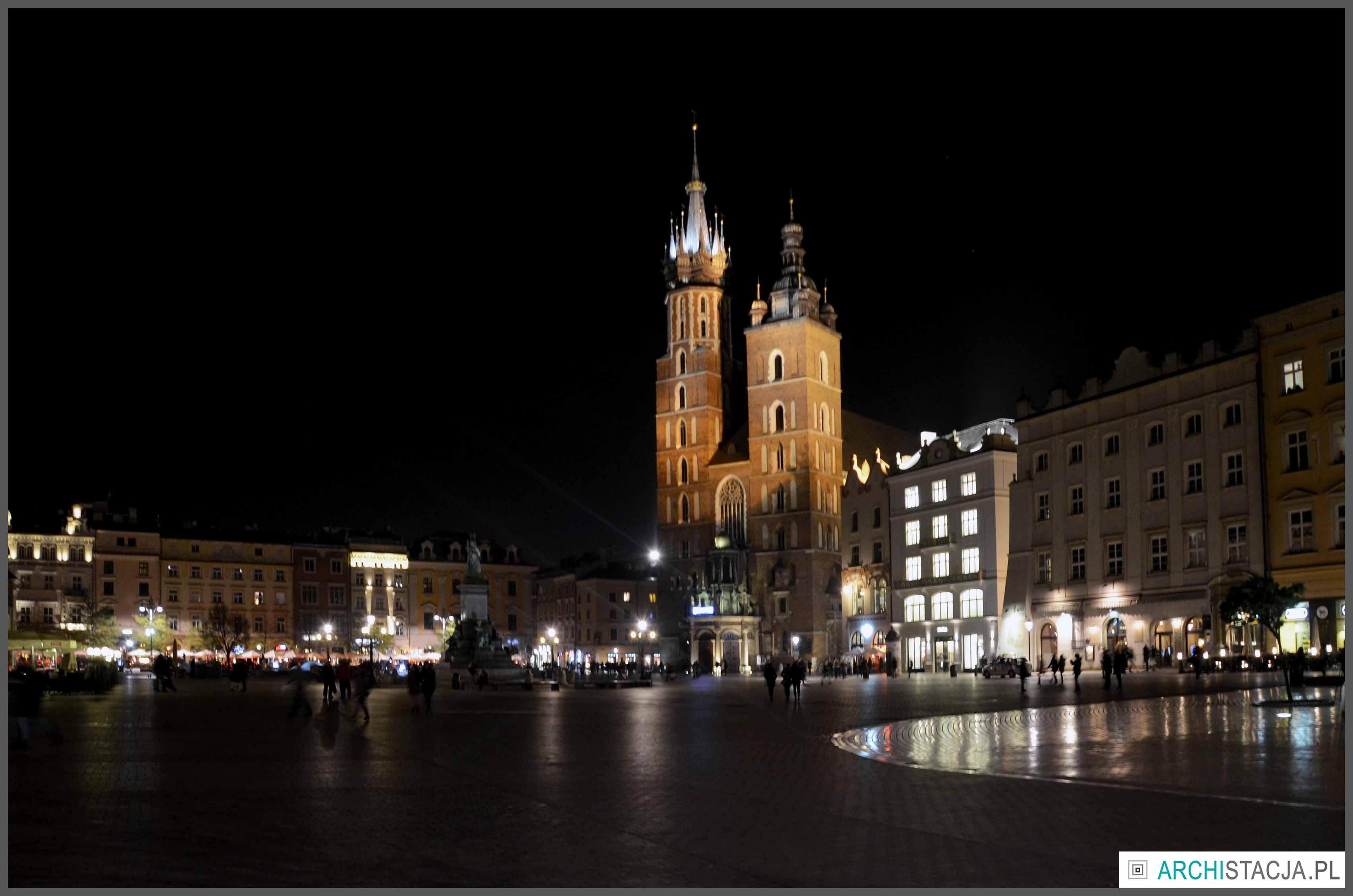 kościół mariacki noc