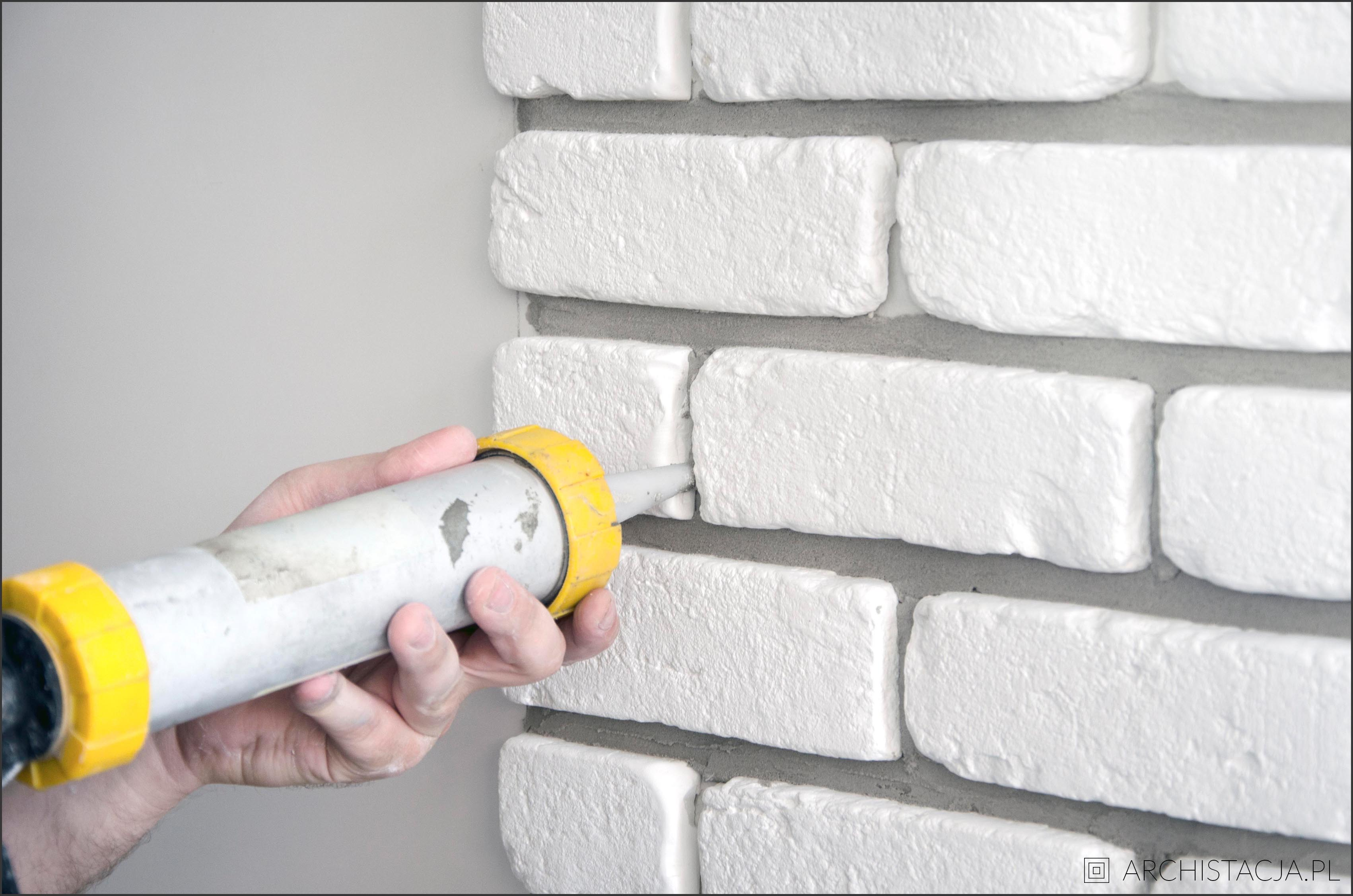 cegiełka na ścianie