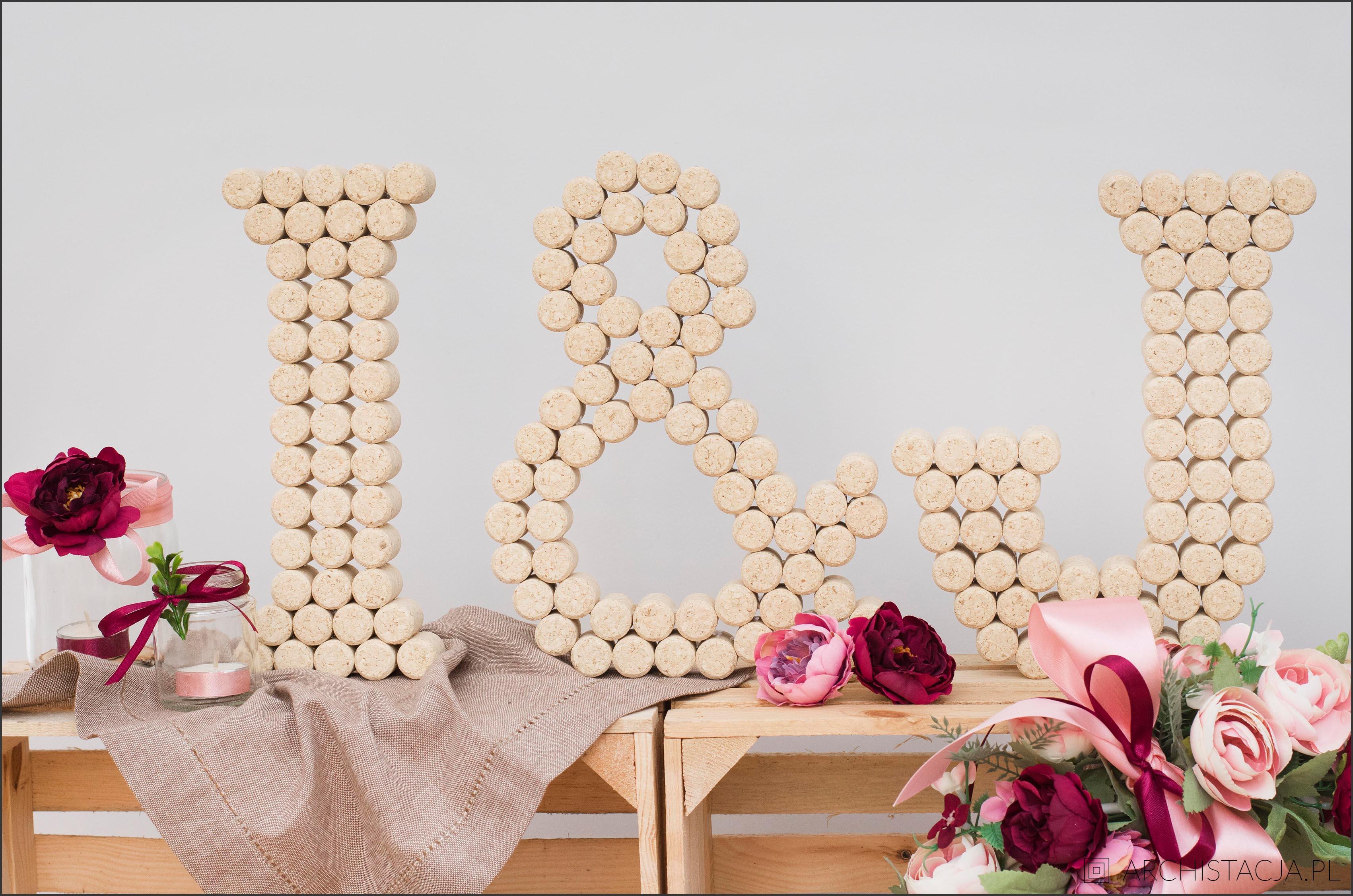 litery z korków