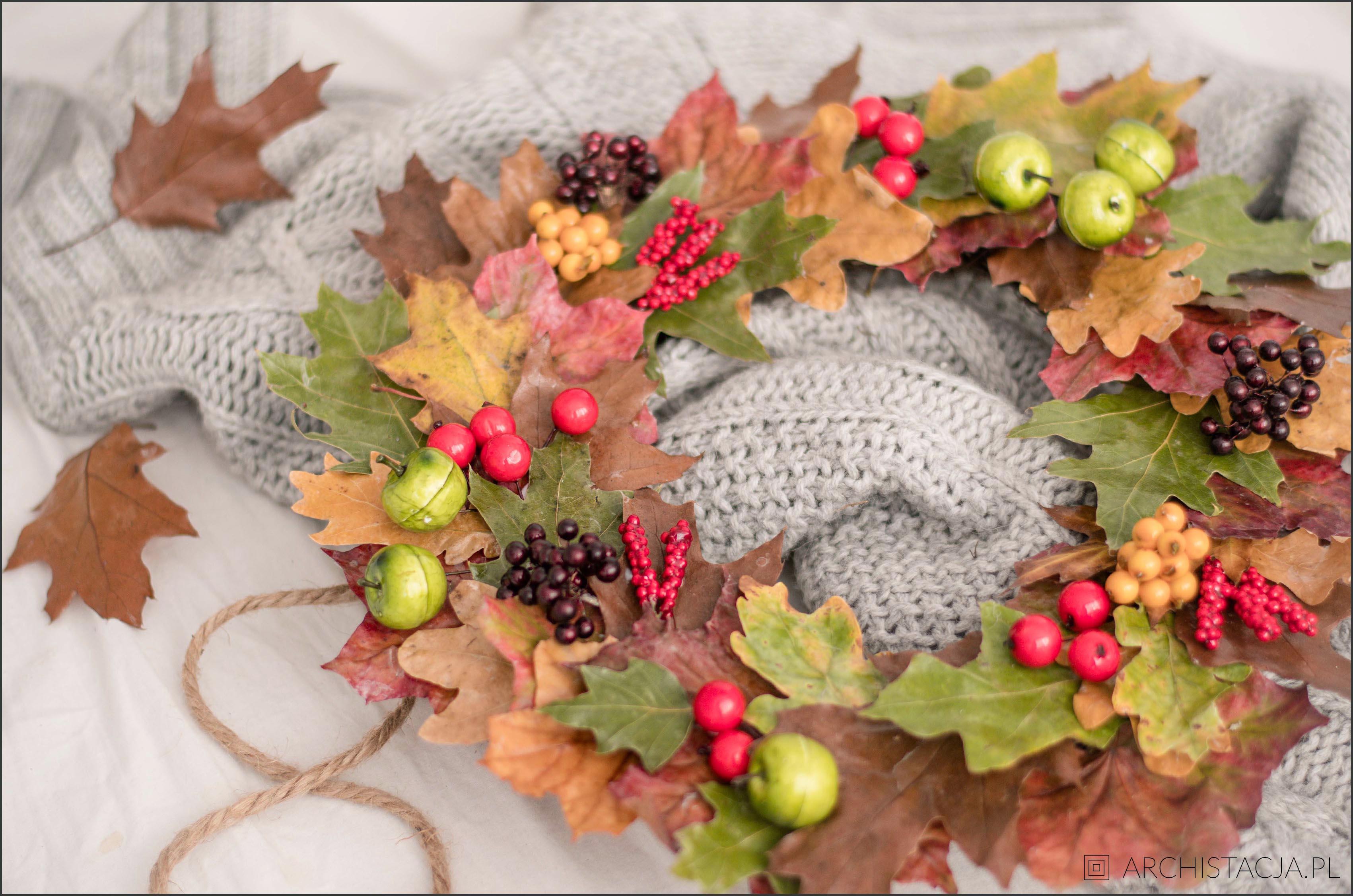 Jesienny wianek z liści
