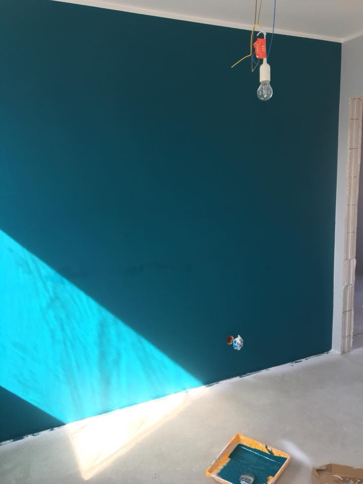 turkusowa ściana